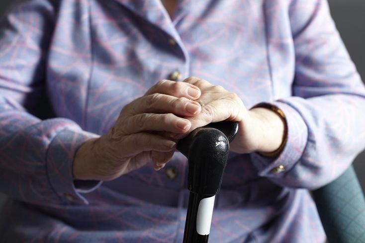 Тюменская пенсионерка, упавшая вавтобусе, отсудила уего владельца 300 тысяч руб.