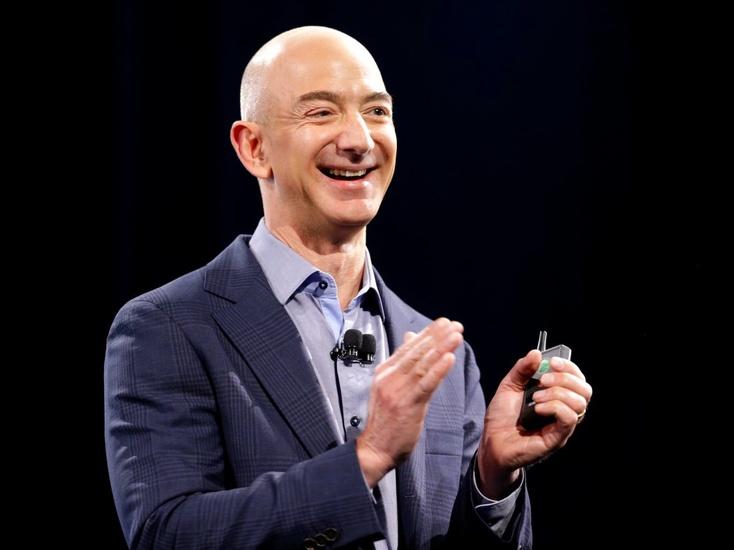 Глава Amazon отправился на прогулку с робособакой