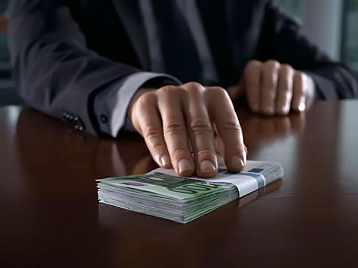 Вадминистрации Тюменской области задержали депутата завзятку в160 тыс руб.
