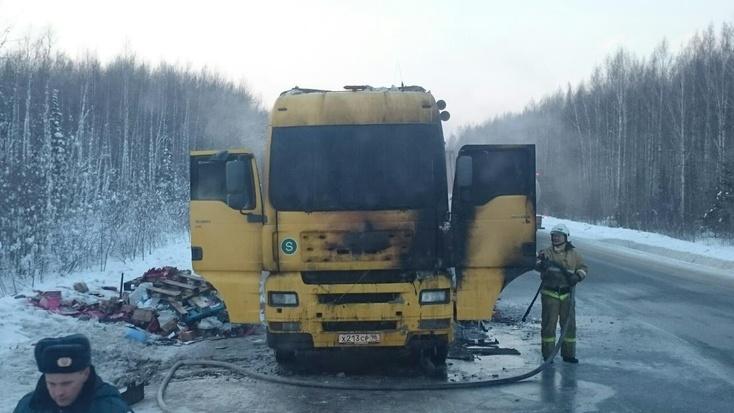 Натрассе Тюмень— Ханты— Мансийск горел фургон