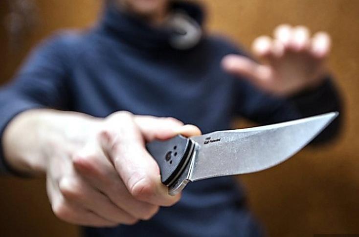 В коммерческом центре Сургута неизвестный убил ножом гостя