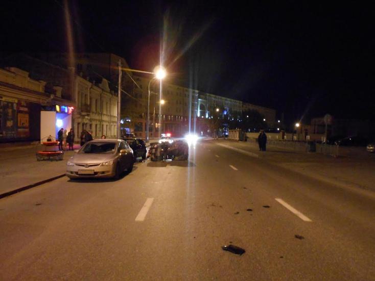 Нетрезвый тюменец наквадроцикле протаранил припаркованные машины