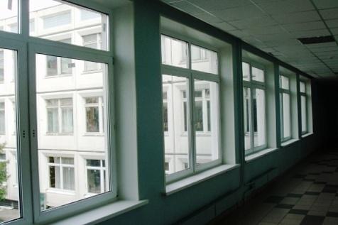 ВСургуте нашкольниц вовремя урока упала створка окна