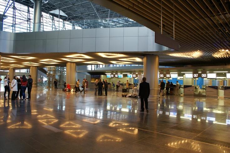 Пассажиры аэропорта «Рощино» вТюмени были эвакуированы из-за подозрительного предмета