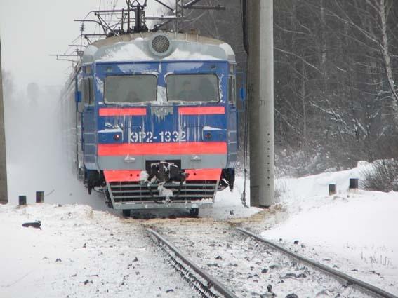 Под Тюменью пассажирский поезд насмерть сбил 17-летнего молодого человека