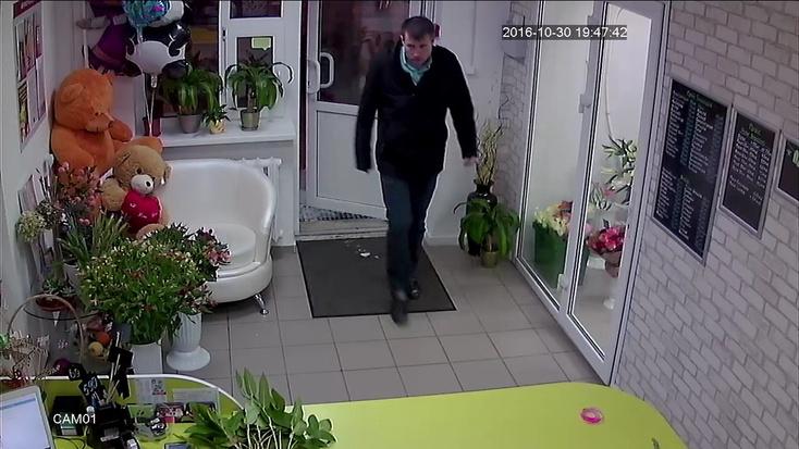 ВТюмени мужчина сножом ограбил цветочный магазин