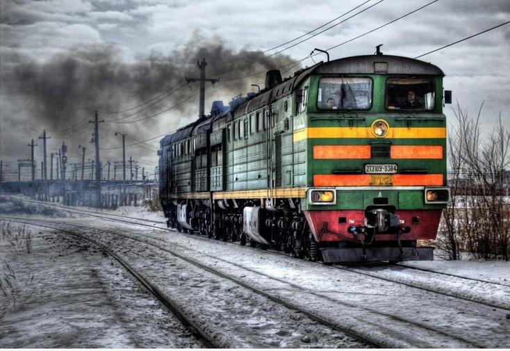 Под Тюменью грузовой поезд насмерть сбил 80-летнюю женщину