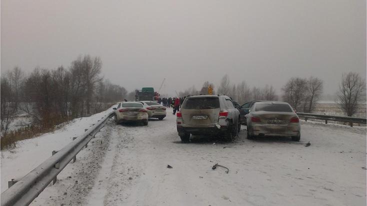 Натрассе Тюмень— Ханты-Мансийск вмассовом ДТП пострадала 27-летняя девушка