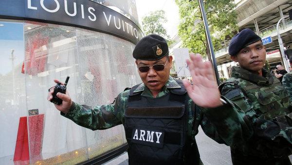 ВТаиланде вдень рождения королевы прогремели шесть взрывов