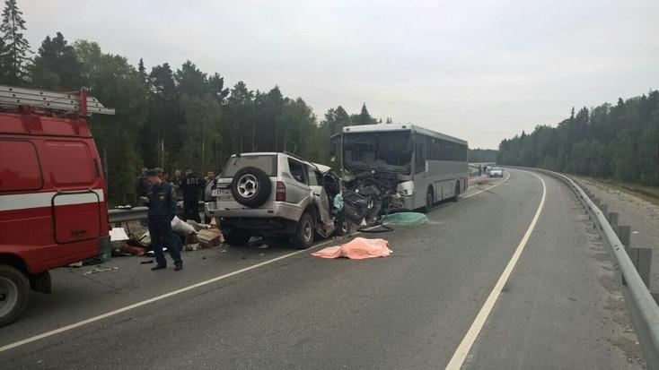 Шофёр заснул зарулем иврезался вавтобус— катастрофа под Уватом