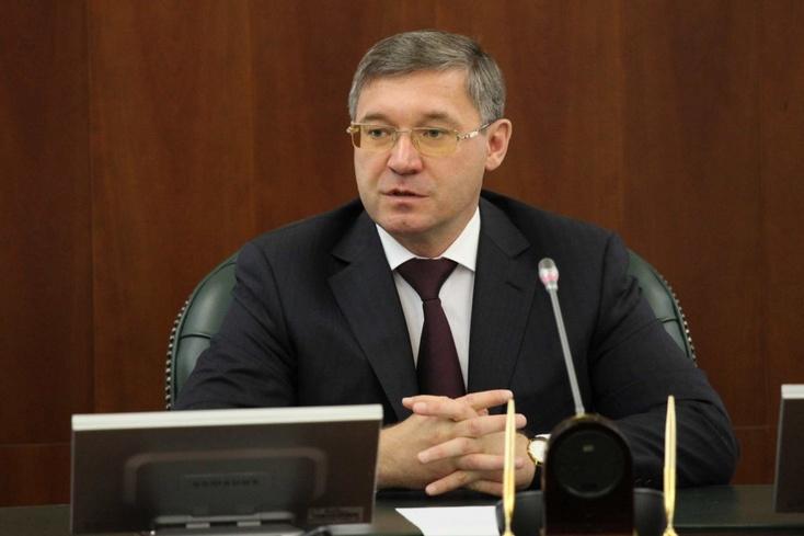 Губернатор Тюменской области потребовал запретить транспортировку детей втемное время суток