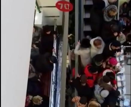 ВТатарстане тысячи клиентов устроили давку нарозыгрыше автомобиля в«Магните»