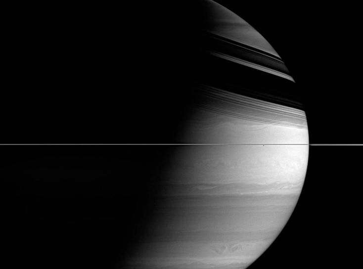 Размещен последний снимок сгоревшего ватмосфере Сатурна «Кассини»