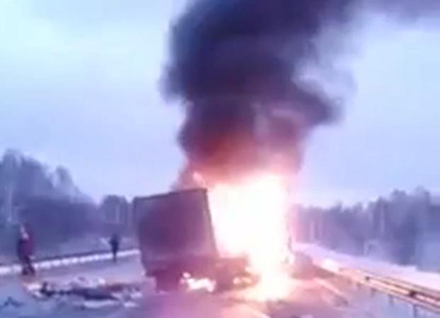 Ханты-Мансийск: 4 человека пострадали врезультате происшествия надороге натрассе Тюмень