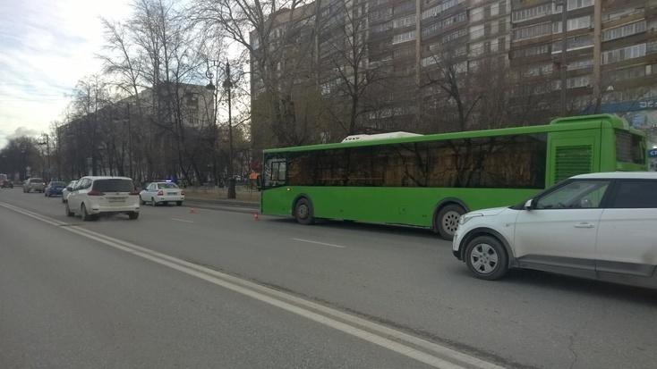 Попавший вчера под колеса автобуса