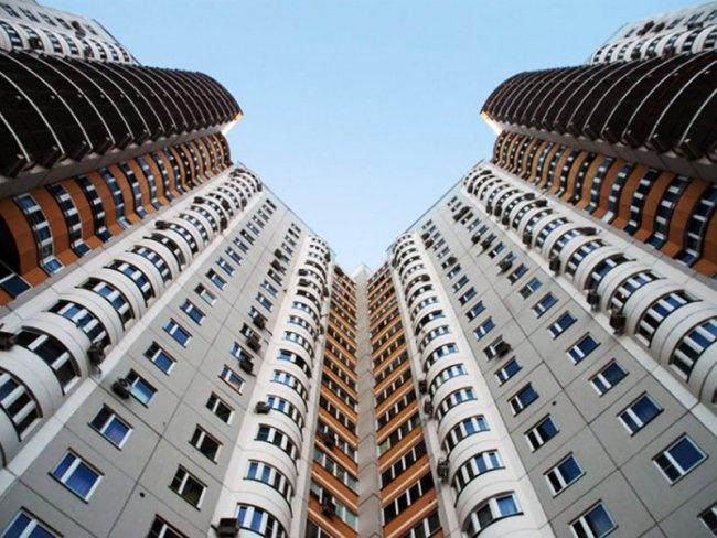 ВТюмени разбился парень, пытавшийся сделать селфи набалконе 20 этажа