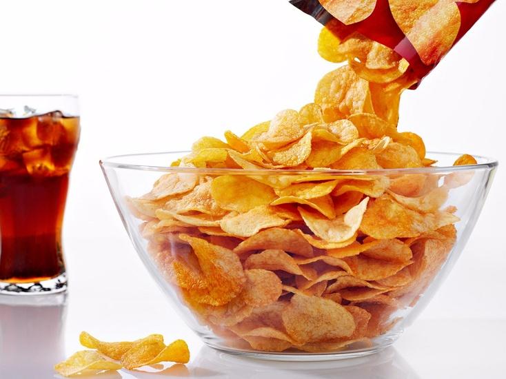 В РФ будут ставить «черные метки» навредные продукты