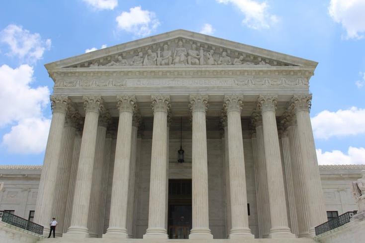 Тюменец, пришедший в здание суда, отказался от досмотра и напал на пристава