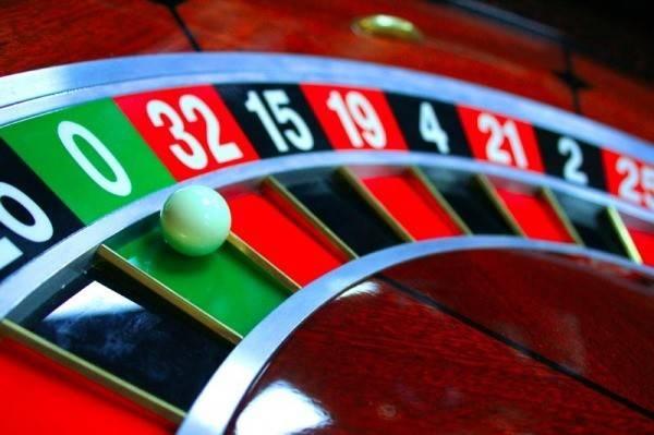 Молодой тюменец организовал вкальянной игру впокер