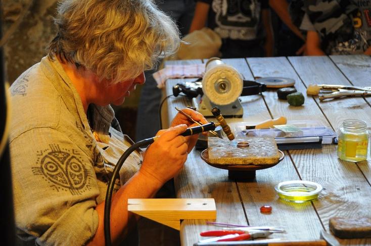Ювелирная мастерская caratplus предлагает изготовление ювелирных изделий из золота, платины, палладия, серебра