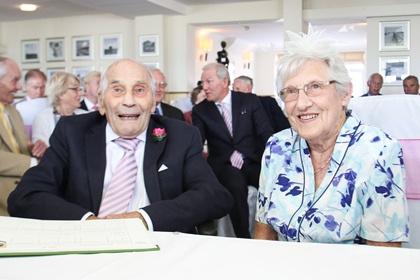103-летний жених и 91-летняя невеста сыграли свадьбу