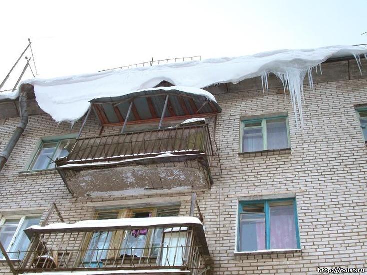 На14-летнего подростка вТюменском районе скрыши упала снежная наледь