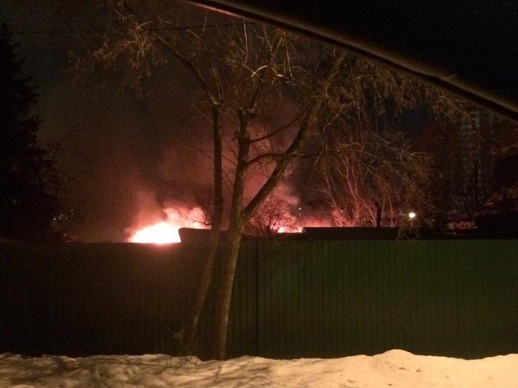 Женщину спасли изохваченной огнём квартиры насевере Петербурга