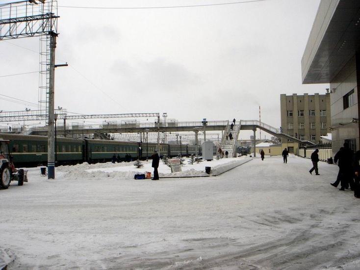 Наперонне железнодорожной станции вТюмени скончался 60-летний мужчина