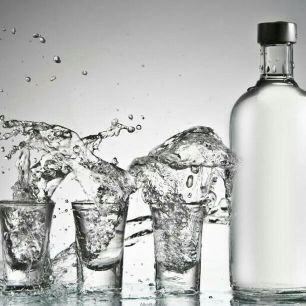 Производители алкоголя: средний класс перешел с виски на водку ...