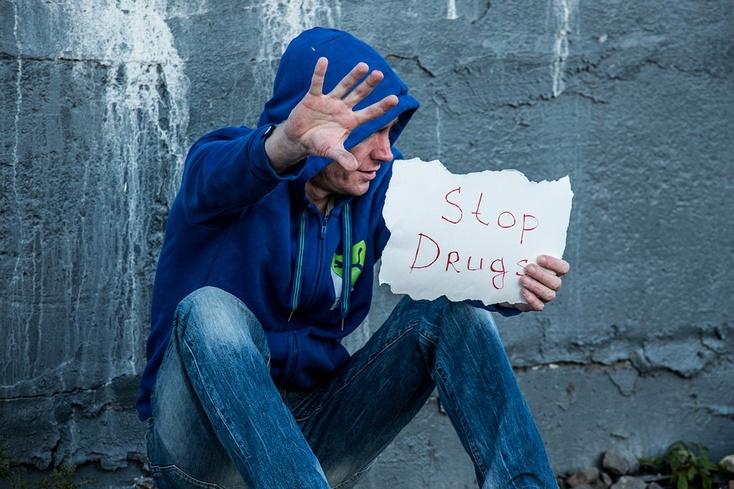 Работающий мужчина принимал наркоманов вквартире наШиротной вТюмени