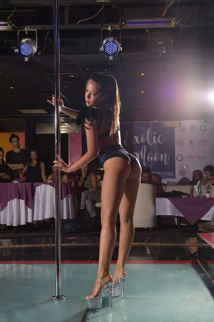Видео танец стриптиза дома